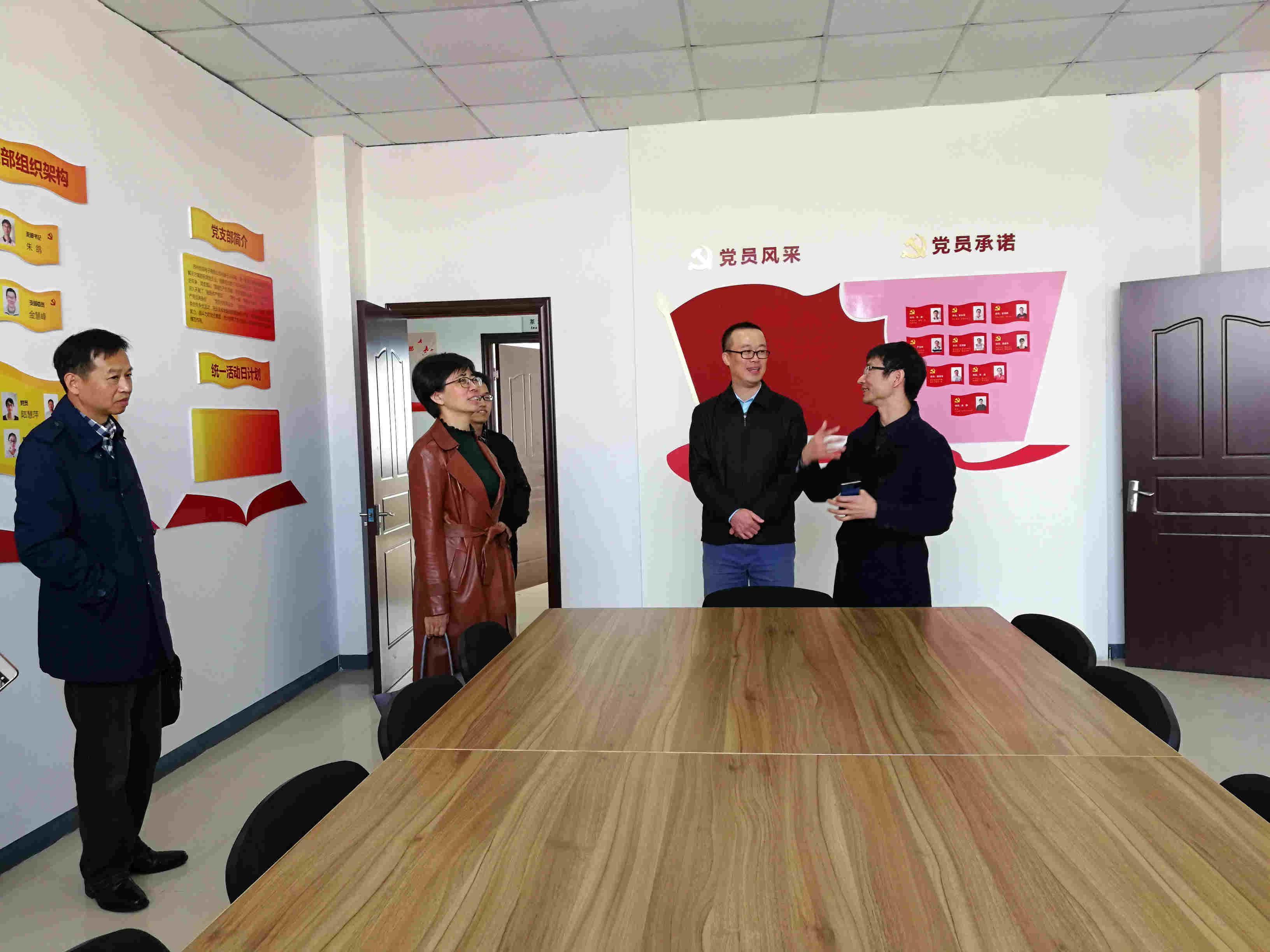 苏州市总工会副主席都锗邑一行参观创泰朱鸽劳模创新工作室